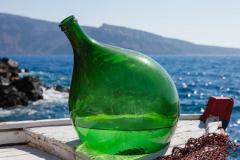 Grüne Flasche auf einem Fischerboot